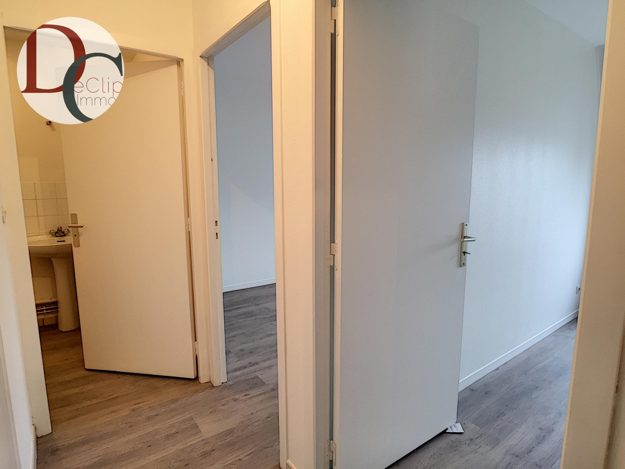 espace nuit avec 2 chambres, salle de bains et wc indépendant