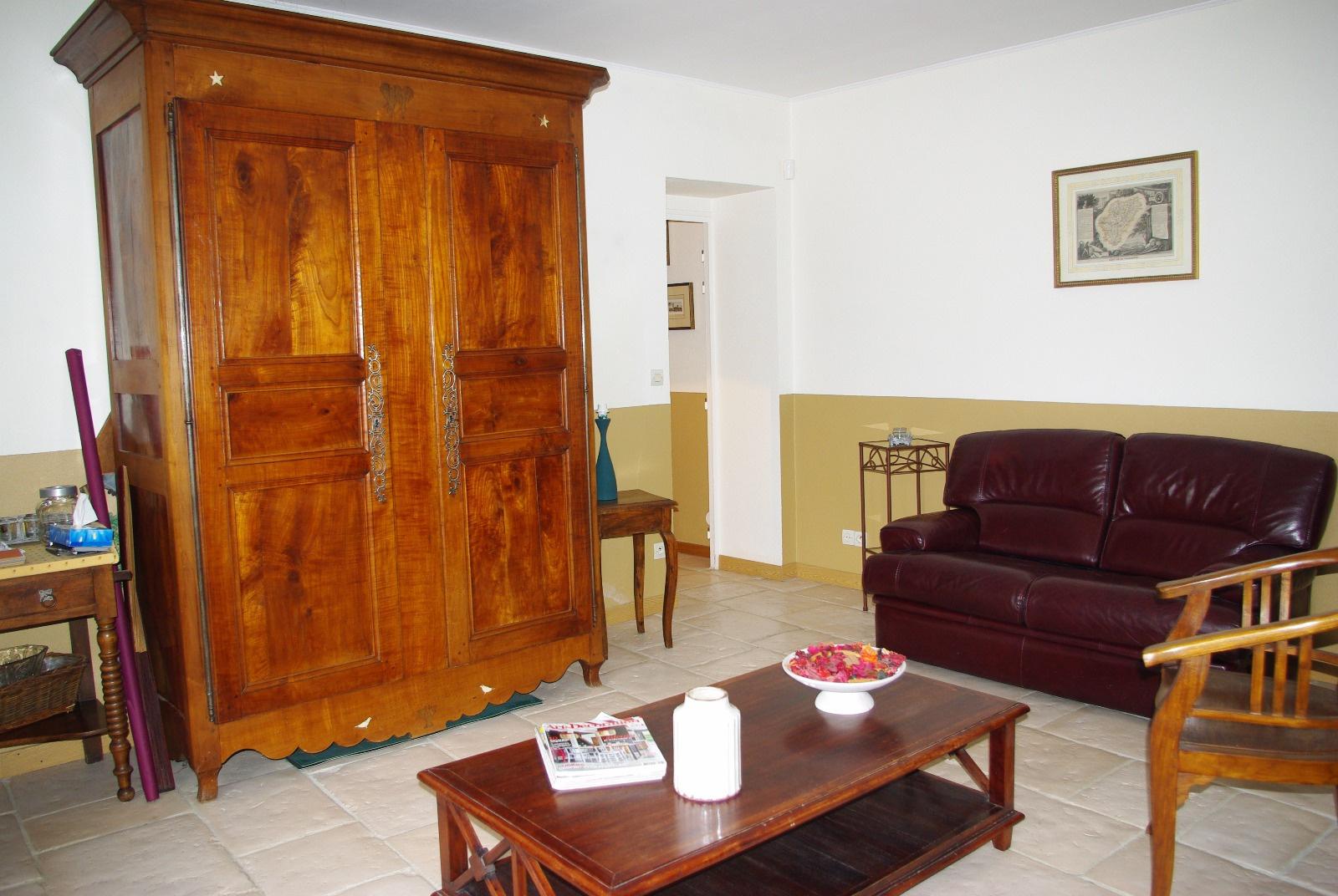 salle 2 avec accès cour