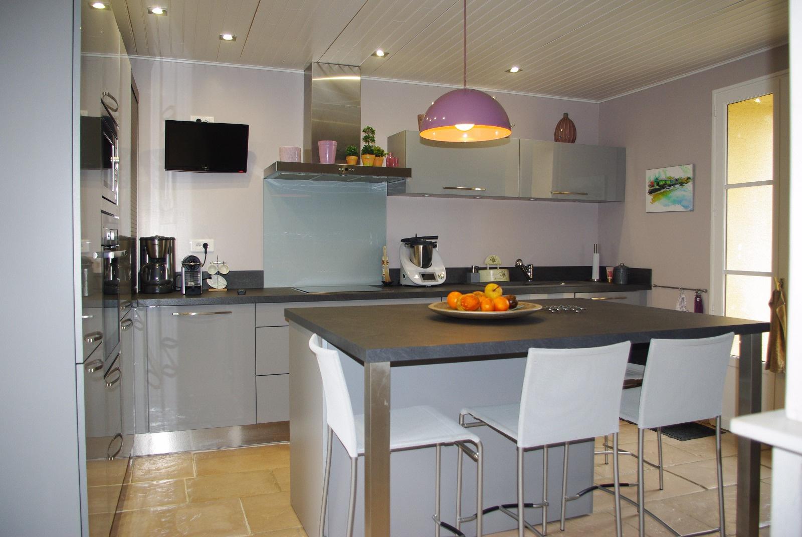 cuisine équipée accès terrasse et cour intérieure